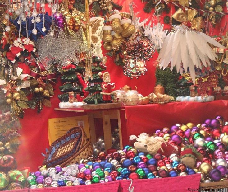 adornos navideos bolas de todos los colores lazos dorados colgantes navideos botas doradas adornos para el rbol pequeos abetos de cermica para