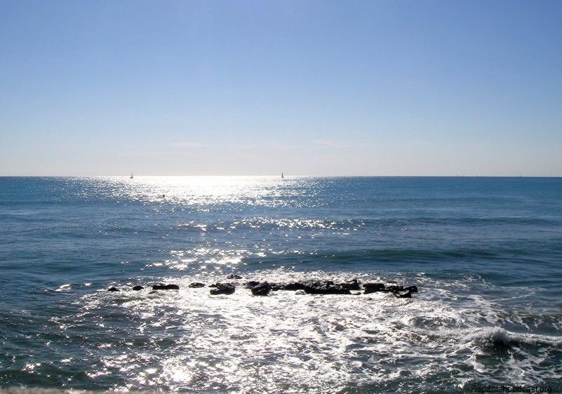 ... cementerios, el mar ofrecía este magnífico aspecto en pleno otoño